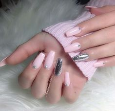 How to choose the shape of nails? - My Nails Fancy Nails, Love Nails, Pretty Nails, My Nails, Baby Pink Nails Acrylic, Light Pink Nails, Silver Nails, Luxury Nails, Artificial Nails