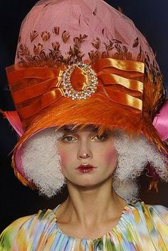 Design John Galliano 2009.