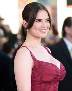 Hayley Atwell from a what the photographers call a favorable angle Hayley Elizabeth Atwell, Peggy Carter, Beautiful Celebrities, Beautiful Actresses, Vrod Harley, Celebrity Beauty, Celebrity News, Jolie Photo, Hailey Baldwin