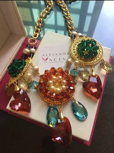 Swarovski (R) crystals and pearls. FB: Alejandra Aceves Diseño de autor.