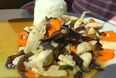 Kurczak Czosnkowy to rewelacyjna chińska potrawa z dużą ilością aromatycznego czosnku. Przepis pochodzący z kuchni chińskiej