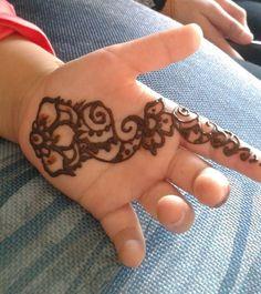 Baby henna...  She refused to sit still... . . . henna hennatattoo tattoo cuff cufftattoo hennaartist hennapro mehndi myhenna mehandi hennainspiration  hennalookbook hennaideas inspiration ideas lookbook art artist stain