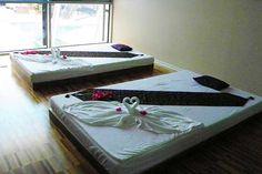 Ein Behandlungszimmer im Hotel Wellness ParkLaško (Foto © Thermana Laško) Hotel Wellness, Hotels, Restaurant, Table, Furniture, Home Decor, Treatment Rooms, Restaurants, Interior Design