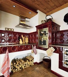 Propadli kouzlu Krkonoš | Chatař & Chalupář Kitchen Stove, Old Kitchen, Country Kitchen, Old Stove, Small Fridges, Simply Home, Vintage Stoves, Rocket Stoves, Cottage Kitchens