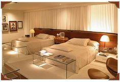 quarto de casal com duas camas