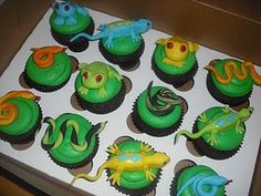 Snake and lizard cupcakes