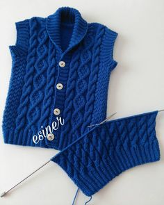 No automatic alt text available. Baby Boy Knitting, Baby Knitting Patterns, Knitting Designs, Cardigan Bleu, Baby Cardigan, Knit Baby Sweaters, Men Sweater, Crochet Baby, Knit Crochet