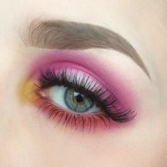 Another colourful one! @urbandecaycosmetics potion primer and electric palette, Make up store micro shadow white and vanilla, @sweedlashes gabbi and @anastasiabeverlyhills dipbrow pomade in taupe. #anastasiabeverlyhills #urbandecay #mua #makeupartist #eotd #motd