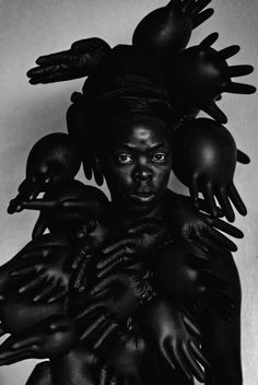 Zanele Muholi: Paying Homage to the History of Black Women - The New York Times Art History Major, Women In History, Nasa History, Best Portraits, Painting Portraits, Portrait Art, Kids Around The World, A Level Art, Identity Art