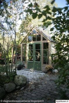 kasvihuone,vihreät ovet,pariovet,vanhat ikkunat,syksy,piha,Tee itse - DIY