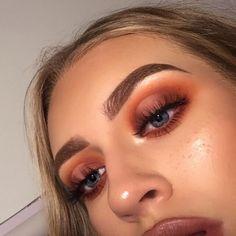Discover more about eye makeup tips & tutorials Makeup Eye Looks, Prom Makeup, Eyeshadow Looks, Eyeshadow Makeup, Drugstore Makeup, Eyeshadows, Makeup Eraser, Eyeshadow Palette, Makeup Brushes