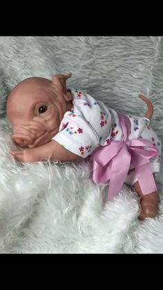 Custom Lifelike Ooak Newborn Reborn Baby Pig Piglet by ECARTDOLLS Reborn Toddler, Toddler Dolls, Reborn Babies, Felt Animals, Cute Baby Animals, Funny Animals, Silicone Baby Dolls, Baby Pigs, Creepy Dolls