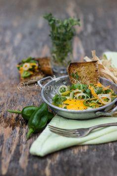 Uova Vegg con cipollotti, peperoncini dolci, carote e timo. #foodphotography #foodstyling #cucinamancina