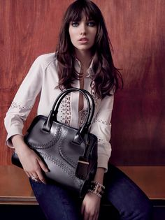 Tod's introduces the Women's Autumn Winter 2015-16 Campaign: a gallery dedicated to femininity, elegance and Italian style. Discover the entire campaign at www.tods.com/tods-aw16-womens-adv #tods #fw1516