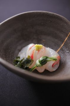 【美湖膳】二十四節気ごと料理を変更。日本の旬を表現。 Sashimi Sushi, My Sushi, Sushi Love, Japanese Food Sushi, Japanese Dishes, Food Icons, Eating Raw, Molecular Gastronomy, Perfect Food