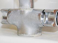 Statt auf industriell gefertigten Kalkreiniger zurückzugreifen, gönnen Sie ihn mit wenigen Hausmitteln einfach selber machen.