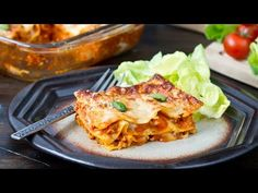 Chicken Lasagna Recipe - This chicken lasagna tastes incredible good. The sauce is really delicious and very flavorful.The Parmesan on top gets such a wonderful taste and color Butter Chicken Lasagna, Sauce For Chicken, Parmesan, Sauce Béchamel, Roast Turkey Breast, Yum Yum Chicken, Cooking Recipes, Stuffed Peppers, Ethnic Recipes