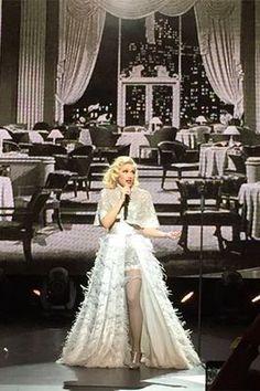 Start A War Gwen Stefani live 2/7/2015