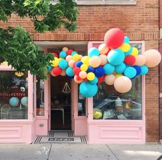 Quirky balloon installation!Luft Balloons joined FESTIVE COLLECTIVE in Jan of 2017; a creative community for celebration-focused brands in Chicago.