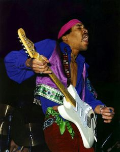 Jimi Hendrix getting a hangnail caught in his guitar strings while performing