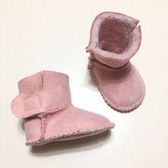 STIVALETTO in SIMIL PELLE scamosciato color rosa con interno in morbida pecorella sintetica bianca per neonato/a di SteffiStore su Etsy https://www.etsy.com/it/listing/562711140/stivaletto-in-simil-pelle-scamosciato