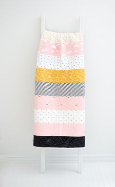 KIT (Quilt): When Skies are Grey Baby Quilt (Pink) – Simple Simon and Company Cute Quilts, Baby Quilts, Quilt Tutorials, Sewing Tutorials, Free Baby Quilt Patterns, Quilt Border, Sewing Blogs, Rag Quilt, Black Quilt