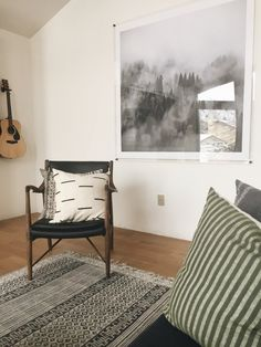 How to build your own Large DIY Plexiglass Art frame. This is a stunning decor piece that looks way more expensive than it actually is! Styling Bookshelves, Decorating Bookshelves, Interior Paint Colors, Interior Design Tips, Interior Painting, Plexiglass Frames, Acrylic Frames, Glass Cabinet Doors, Glass Shelves