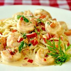 20 Minute Spicy Crea 20 Minute Spicy Creamy Garlic Shrimp Pasta - make this creamy garlic shrimp recipe as spicy or mild as you like; makes an ideal quick & easy workday meal but impresses enough for a fancy dinner party. Fish Recipes, Seafood Recipes, Pasta Recipes, Cooking Recipes, Rock Recipes, Cookbook Recipes, Recipies, Avocado Recipes, Cooking Food