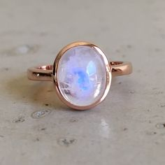 Moonstone in rose gold looks absolutely stunning!