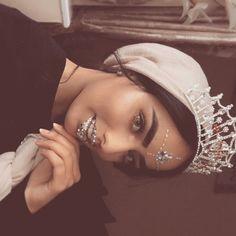 Hijab Fashion, Women's Fashion, Afghan Girl, Arab Girls, Instagram Pose, Girls Makeup, Beauty Makeup, Make Up, Poses