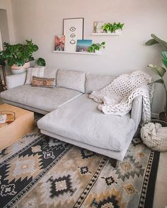 Boho chic living room inspo care of Bequemste Couch, Cozy Couch, Deep Couch Sectional, Tan Couches, Couch With Ottoman, Linen Couch, Lounge Couch, Sectional Ottoman, Most Comfortable Couch