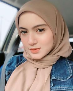 Pretty and comfy lens by Modest Dresses, Modest Outfits, Modest Fashion, Hijab Fashion, Women's Fashion, Hijab Niqab, Muslim Hijab, Hijab Casual, Hijab Chic