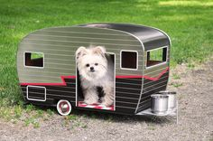 "Adorable ""Pet Camper"" Is a Miniaturized Trailer for a Small Dog - My Modern Met"