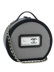 Chanel Hat Box...this would make an AWESOME CAKE !!!