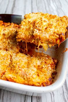 Chicken Parmesan Lasagna is an easy weeknight mash-up of two of our favorite dinners! It's a little lighter than a traditional lasagna and doesn't take half the dishes of Chicken Parmesan! Chicken Lasagne, Chicken Gnocchi Soup, Chicken Pasta, Pasta Recipes, Appetizer Recipes, Chicken Recipes, Cooking Recipes, Vegetarian Recipes, Bacon Cheese Fries
