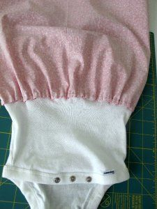 transform fashion for kids: sewing tutorial, onesie dress tutorial - crafts ideas - crafts for kids Onesie Diy, Onesie Dress, Onesies, Baby Onesie, Baby Sewing Projects, Sewing For Kids, Dress Tutorials, Sewing Tutorials, Sewing Ideas