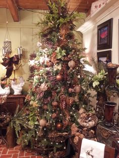 Image from http://thehomesitter.com/wp-content/uploads/2013/11/christmas-tree-toppers-134.jpg.