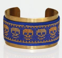 Le chouchou de ma boutique https://www.etsy.com/fr/listing/257313209/bracelet-manchette-perles-tissees-bleu