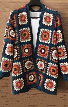 15 Crochet Granny Square Jacket Cardigan Free Pattern Gilet Crochet, Crochet Coat, Crochet Cardigan Pattern, Crochet Jacket, Crochet Blanket Patterns, Crochet Stitches, Crochet Clothes, Afghan Patterns, Beau Crochet