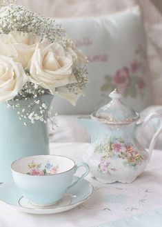 What a pretty tea set