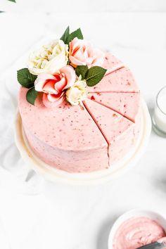 YUUUMMMMM.  Strawberry cake
