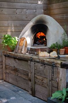 Cob oven to make pizza, bread, roasts or pie. The fire goes right inside the oven and it keeps going for 3 hours