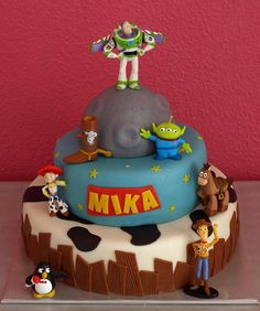 Toy Story stapeltaart   Toy Story To infinity, and beyond! Buzz Lightyear and Woody on a cake
