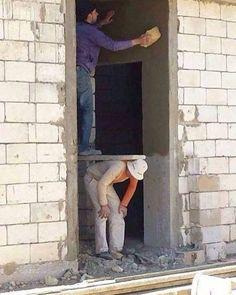 Máte na stavbe babrákov? Oči vám ostanú na plač aj smiech, fotka č. Construction Humor, Construction Worker, Safety Fail, Funny Jokes, Hilarious, Fun Funny, You Had One Job, Job Security, Safety First