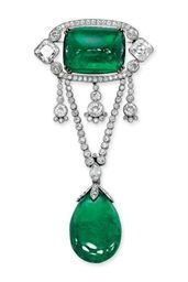 AN ELEGANT BELLE EPOQUE EMERALD AND DIAMOND BROOCH -  The sugarloaf emerald within a diamond frame, suspending three flexible tassels to the V-shaped diamond chain and drop-shaped emerald, circa 1910, 9.2 cm high