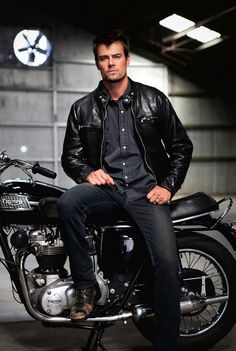 Josh Duhamel and a Hot Bike. pretty much sums it up! Josh Duhamel, Dakota Do Norte, Biker Boys, Eric Dane, Skylar Astin, Hot Actors, James Maslow, Celebrity Babies, Zac Efron