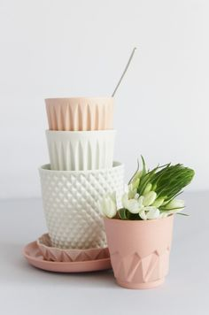 light quality + example of uses Kitchenware, Tableware, Decoration Inspiration, Ceramic Design, Pretty Pastel, Pastel Colors, Ceramic Pottery, Dinnerware, Home Accessories