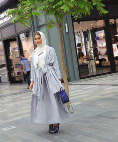 Image may contain: 1 person Iranian Women Fashion, Arab Fashion, Islamic Fashion, Muslim Fashion, Fashion 2017, Fashion Outfits, Modern Hijab Fashion, Hijab Fashion Inspiration, Modest Fashion