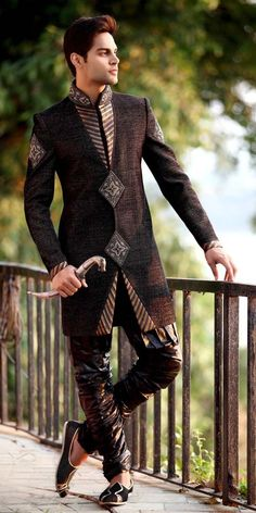 20 Latest Style Wedding Sherwani For Men and Styling Ideas - Men Clothes Styles Indian Men Fashion, African Fashion, Mens Fashion, Gentleman Fashion, Gentleman Style, Mode Masculine, Wedding Sherwani, Sherwani Groom, Mens Sherwani