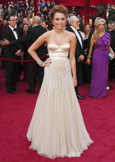 #Miley Cyrus in #Jenny Packham at the #Oscars 2010
